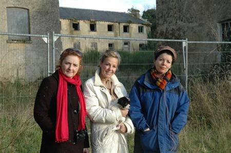Niamh, Orlaith & Isabel at Bawnboy workhouse